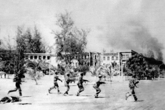 Vietnamese-led forces liberate Phnom Phen